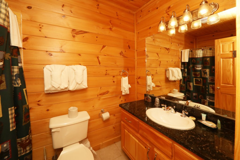 Photo of a Sevierville Cabin named Bentley Lodge - This is the nineteenth photo in the set.