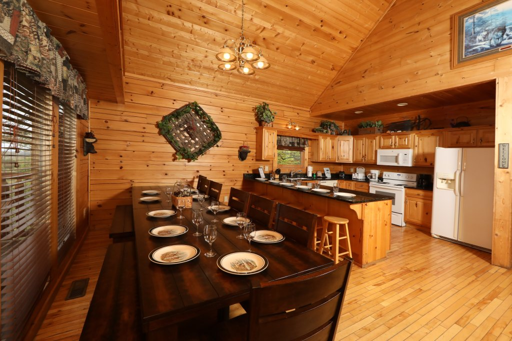 Photo of a Sevierville Cabin named Bentley Lodge - This is the thirty-second photo in the set.