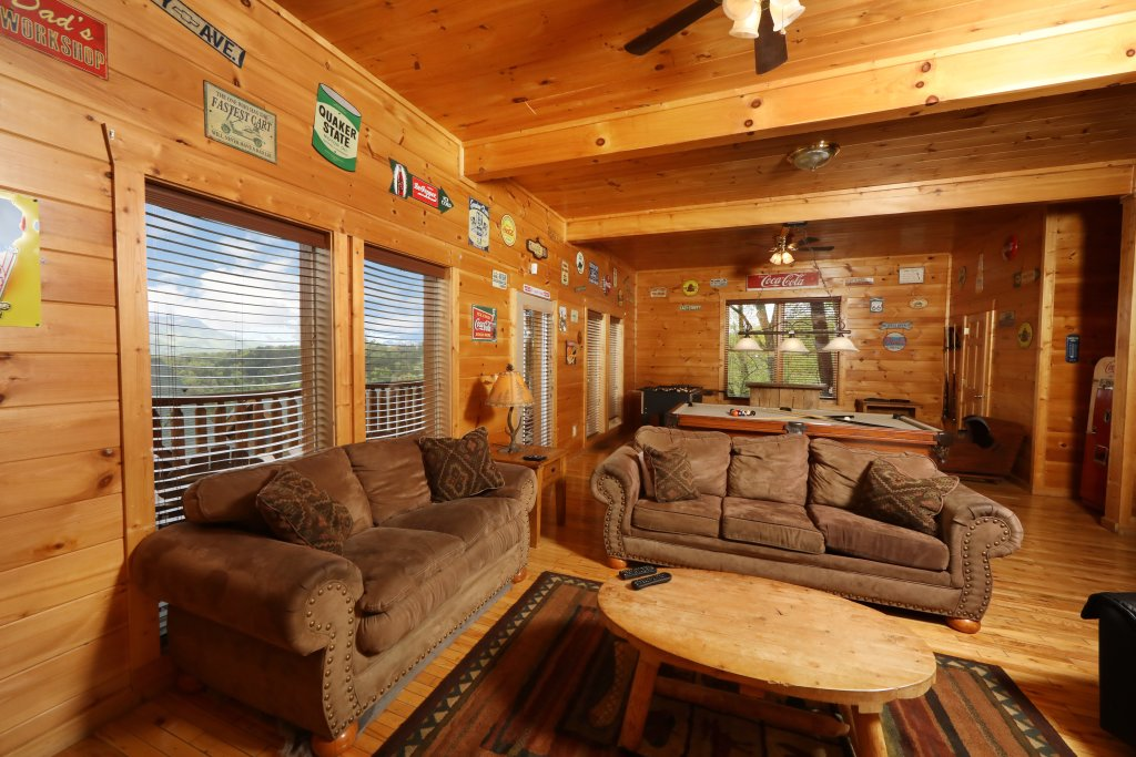 Photo of a Sevierville Cabin named Bentley Lodge - This is the thirtieth photo in the set.