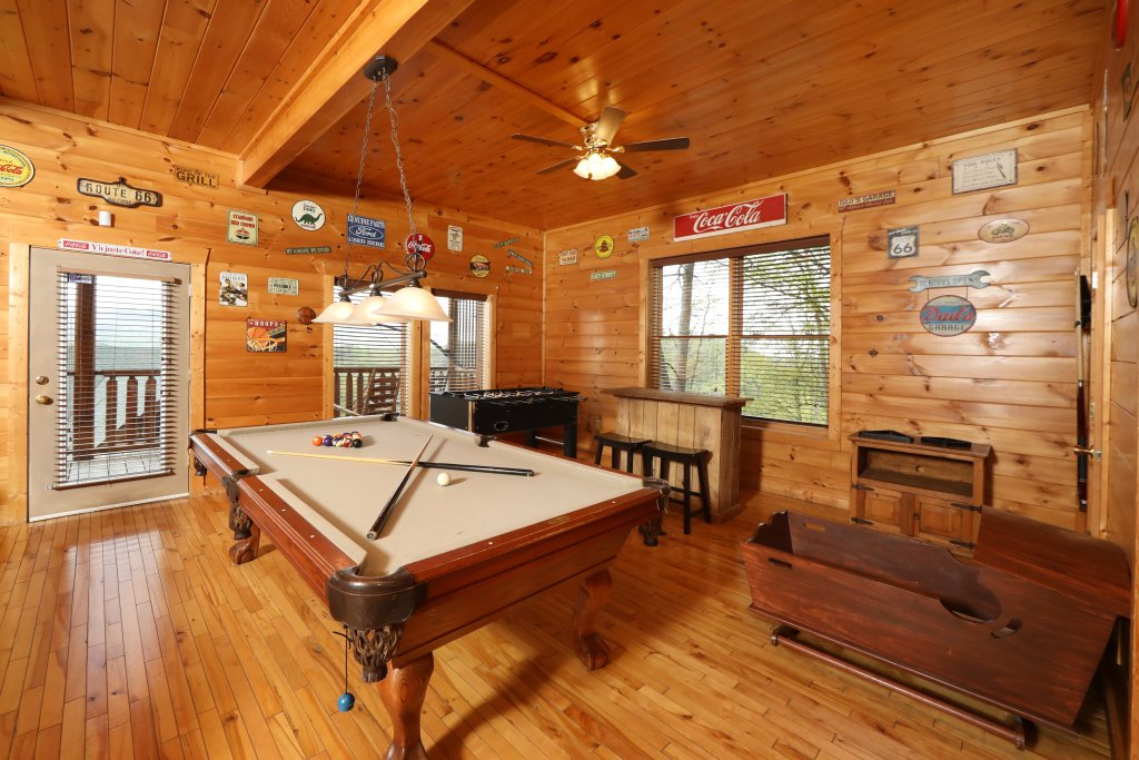 Photo of a Sevierville Cabin named Bentley Lodge - This is the twenty-seventh photo in the set.