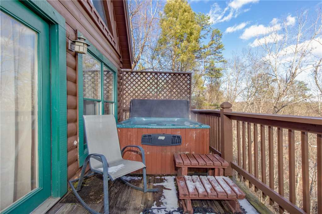 Photo of a Sevierville Cabin named Wildwood Cove - This is the twenty-second photo in the set.