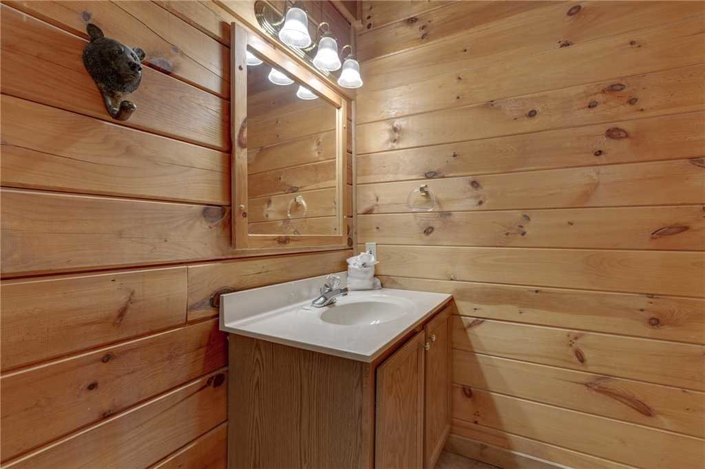 Photo of a Sevierville Cabin named Wildwood Cove - This is the twenty-first photo in the set.