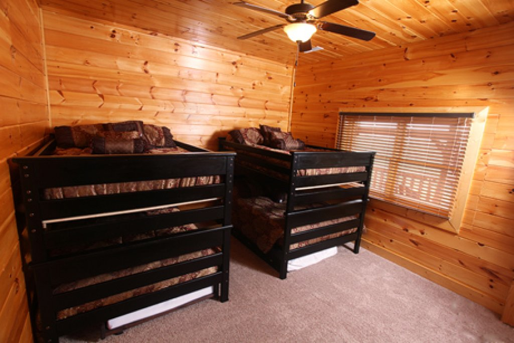 Photo of a Sevierville Cabin named Serenity Mountain Pool Lodge - This is the twentieth photo in the set.