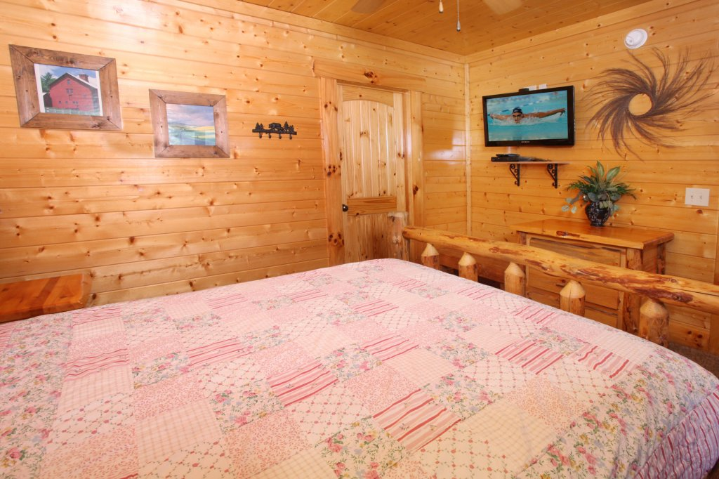Photo of a Sevierville Cabin named Estate Of Relaxation - This is the twenty-fourth photo in the set.