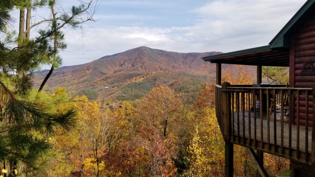 Photo of a Sevierville Cabin named Majestic Views - This is the first photo in the set.