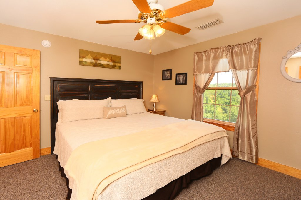 Photo of a Pigeon Forge Cabin named Pinnacle View 7a - This is the twenty-first photo in the set.