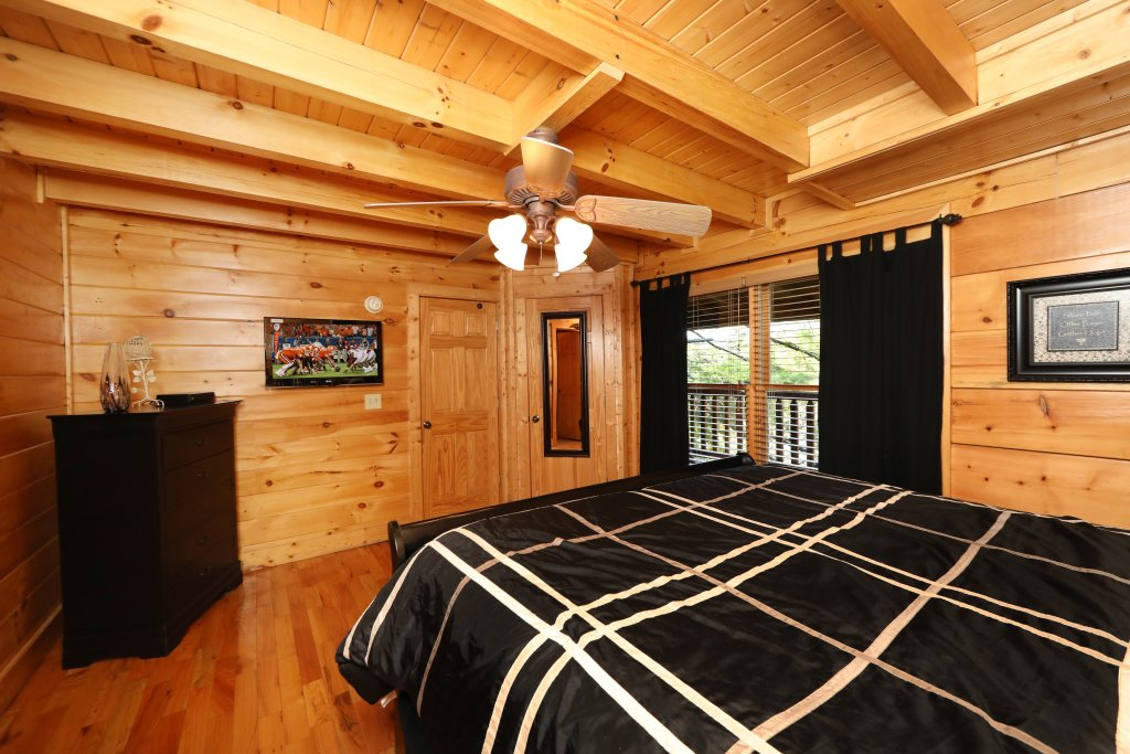 Photo of a Pigeon Forge Cabin named Blessed Nest - This is the thirtieth photo in the set.