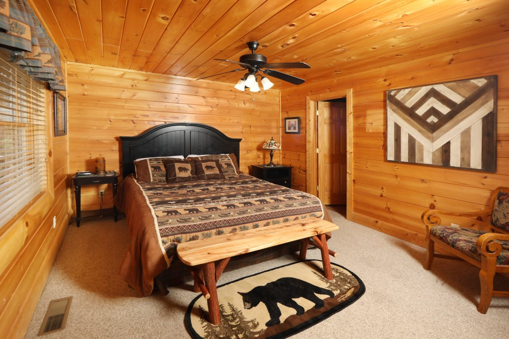 Photo of a Pigeon Forge Cabin named Celebration Lodge - This is the tenth photo in the set.