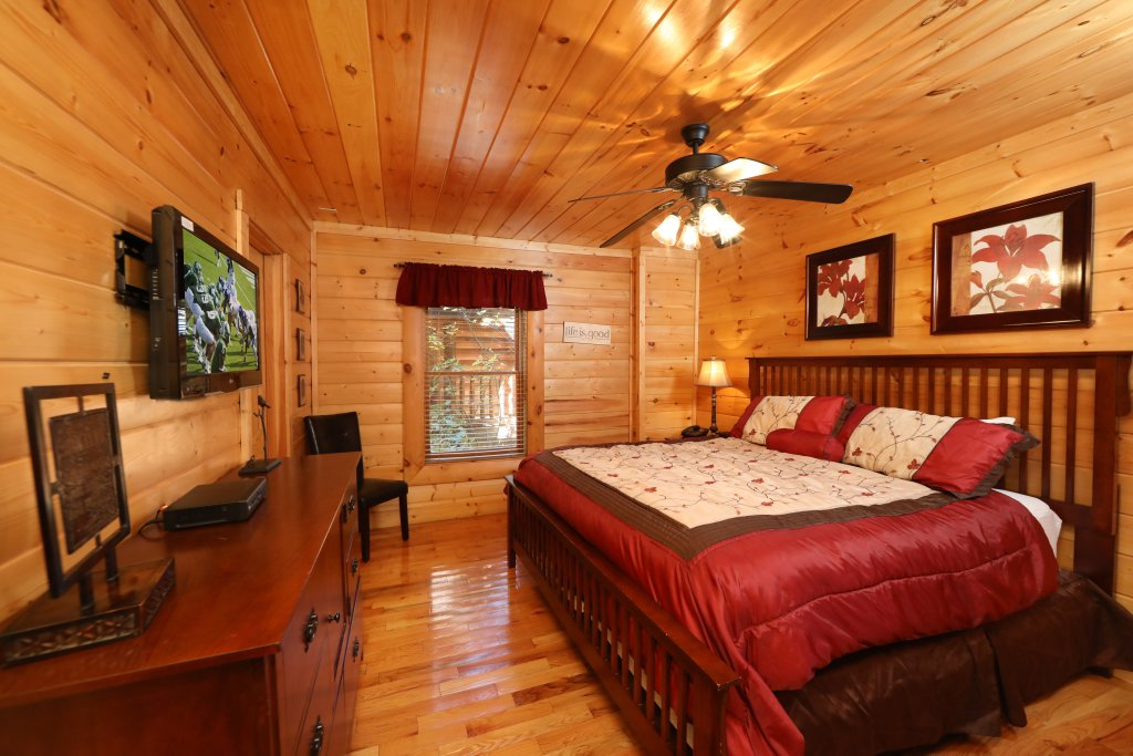 Photo of a Pigeon Forge Cabin named Blessed Nest - This is the thirty-fourth photo in the set.
