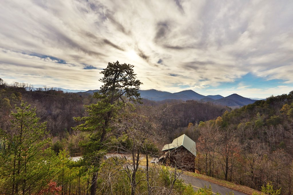 Photo of a Sevierville Cabin named A View For All Seasons - This is the third photo in the set.