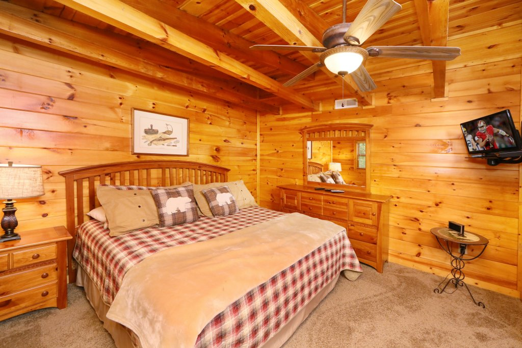 Photo of a Sevierville Cabin named Black Bear Hideaway - This is the twenty-seventh photo in the set.