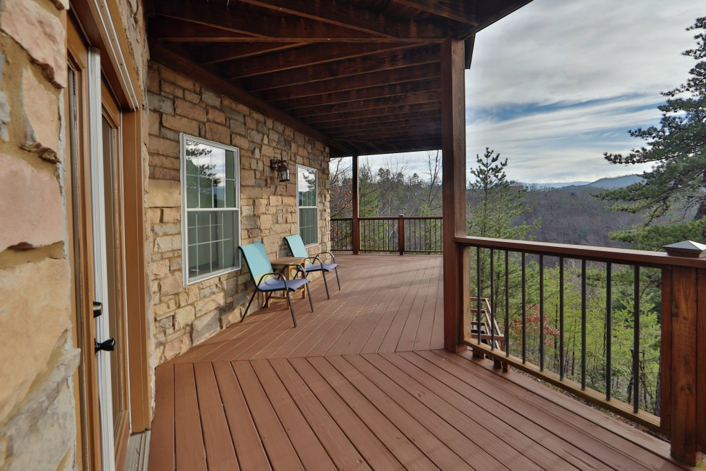 Photo of a Sevierville Cabin named A View For All Seasons - This is the fiftieth photo in the set.