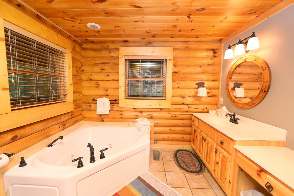 Photo of a Sevierville Cabin named Black Bear Hideaway - This is the thirtieth photo in the set.