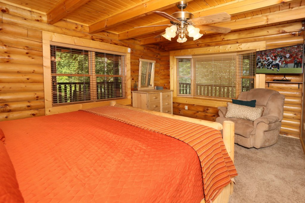 Photo of a Sevierville Cabin named Black Bear Hideaway - This is the twenty-eighth photo in the set.