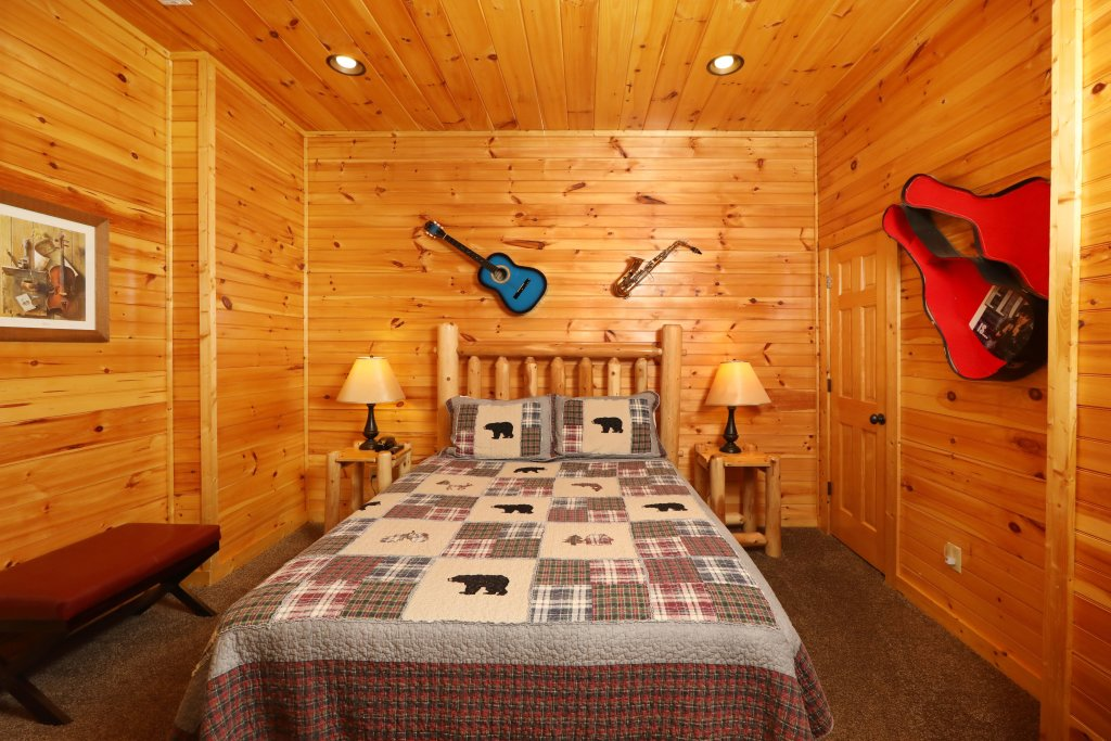 Photo of a Sevierville Cabin named Smoky Bear Manor - This is the twentieth photo in the set.