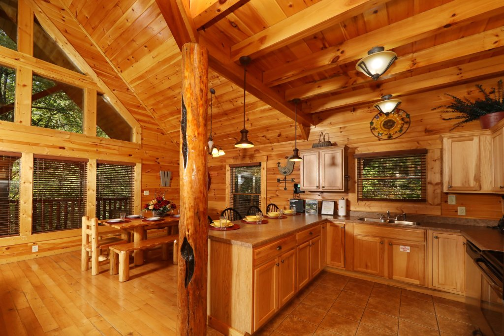 Photo of a Sevierville Cabin named Smoky Bear Manor - This is the fortieth photo in the set.