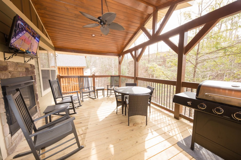 Photo of a Gatlinburg Cabin named Marco Polo - This is the third photo in the set.