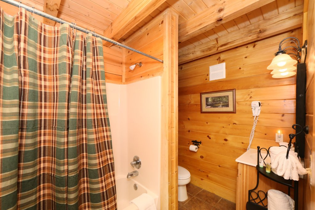 Photo of a Sevierville Cabin named Mountain Fun - This is the seventeenth photo in the set.