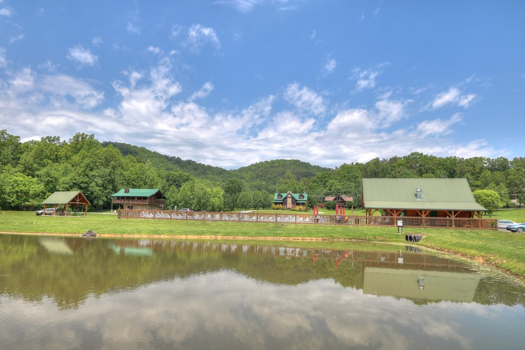 Photo of a Sevierville Cabin named Kickin' Back Jack - This is the forty-eighth photo in the set.