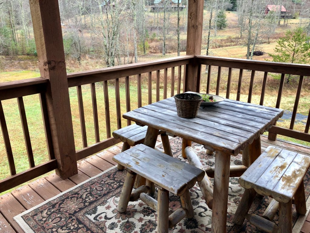 Photo of a Sevierville Cabin named On Mountain Time - This is the fourteenth photo in the set.