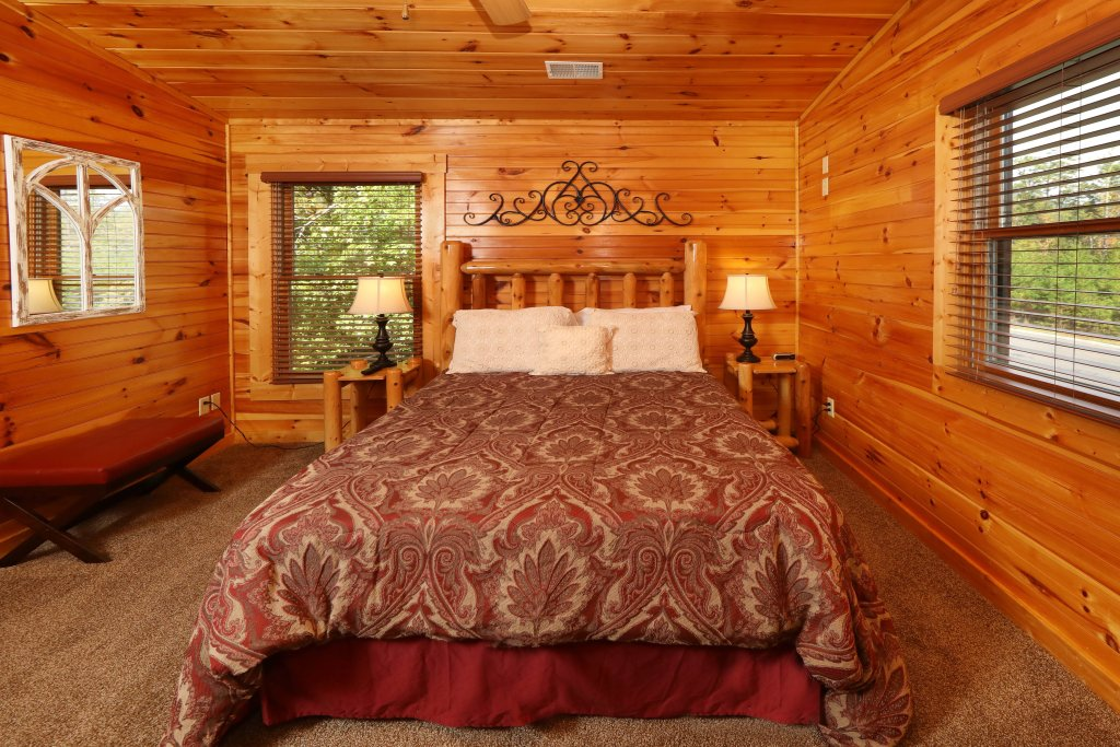 Photo of a Sevierville Cabin named Smoky Bear Manor - This is the thirtieth photo in the set.