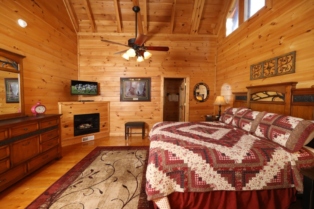 Photo of a Pigeon Forge Cabin named Mountain Blessings - This is the twenty-first photo in the set.
