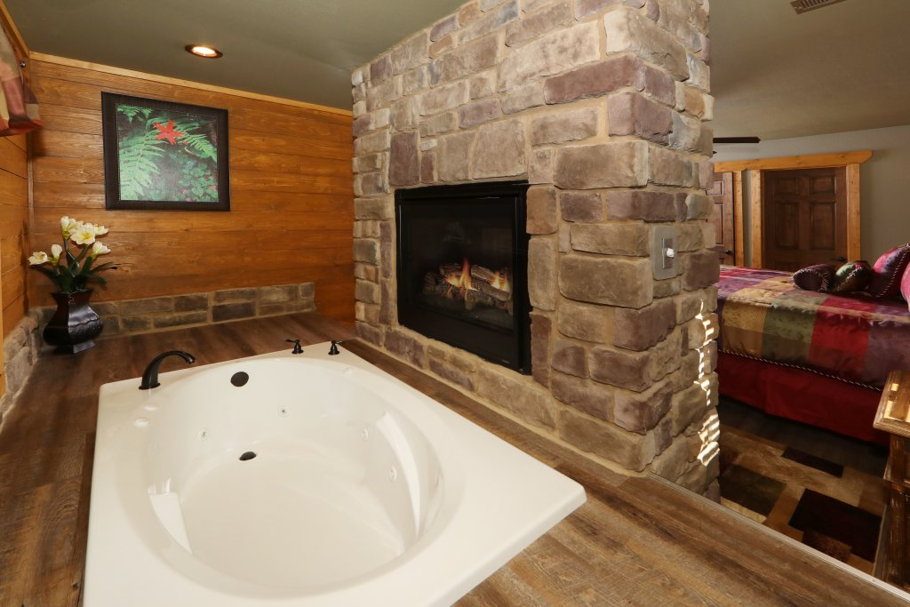 Photo of a Gatlinburg Cabin named Splash Mansion - This is the fifteenth photo in the set.