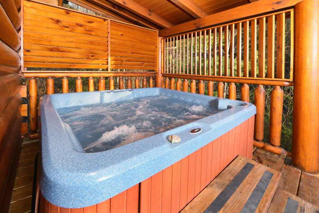 Photo of a Sevierville Cabin named Mountain Fun - This is the seventh photo in the set.