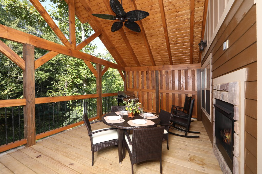 Photo of a Gatlinburg Cabin named Splash Mansion - This is the third photo in the set.