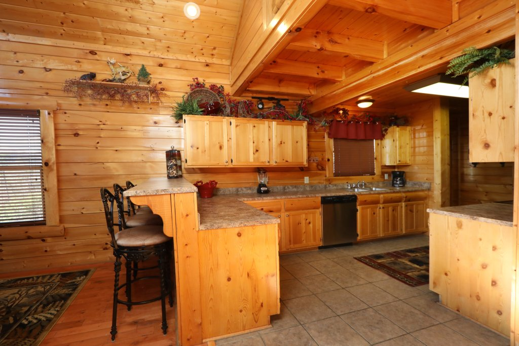 Photo of a Sevierville Cabin named Bear-a-dise In The Smokies - This is the fortieth photo in the set.