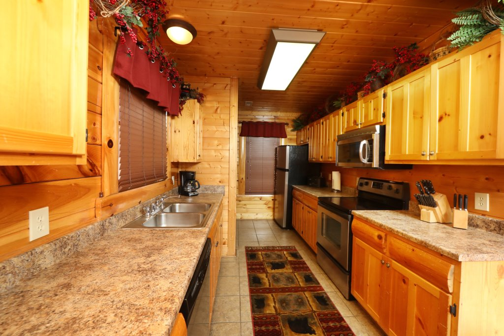 Photo of a Sevierville Cabin named Bear-a-dise In The Smokies - This is the forty-first photo in the set.