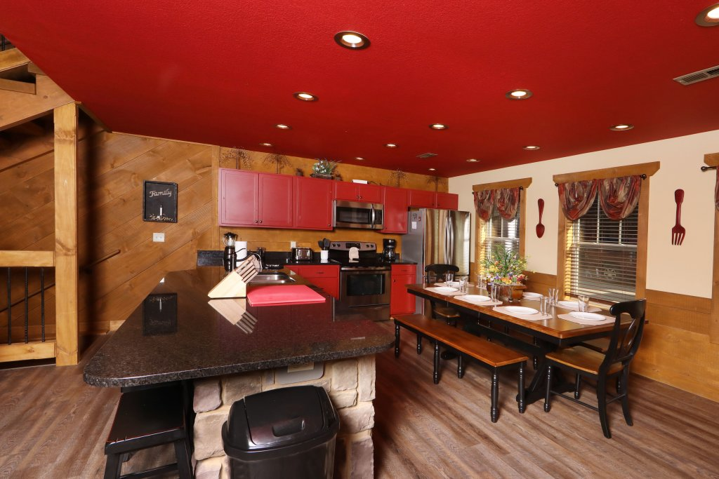 Photo of a Gatlinburg Cabin named Splash Mansion - This is the thirty-ninth photo in the set.