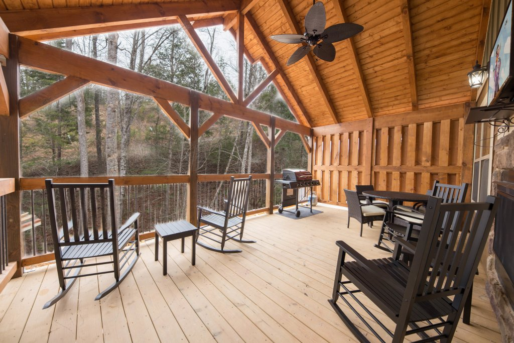 Photo of a Gatlinburg Cabin named Back Stroke - This is the second photo in the set.
