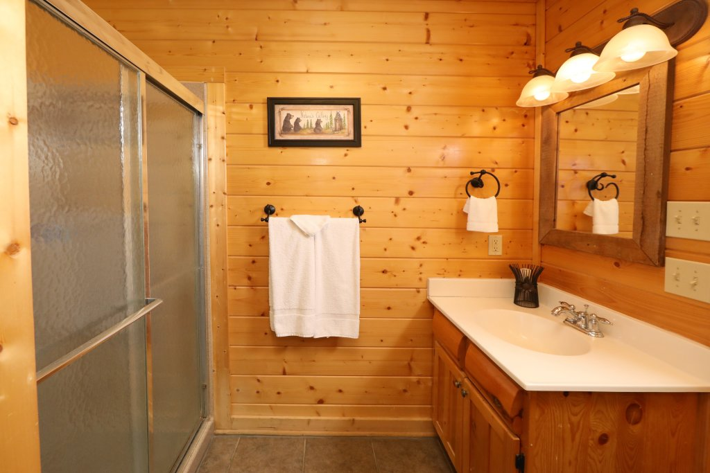 Photo of a Sevierville Cabin named Bear-a-dise In The Smokies - This is the twenty-eighth photo in the set.