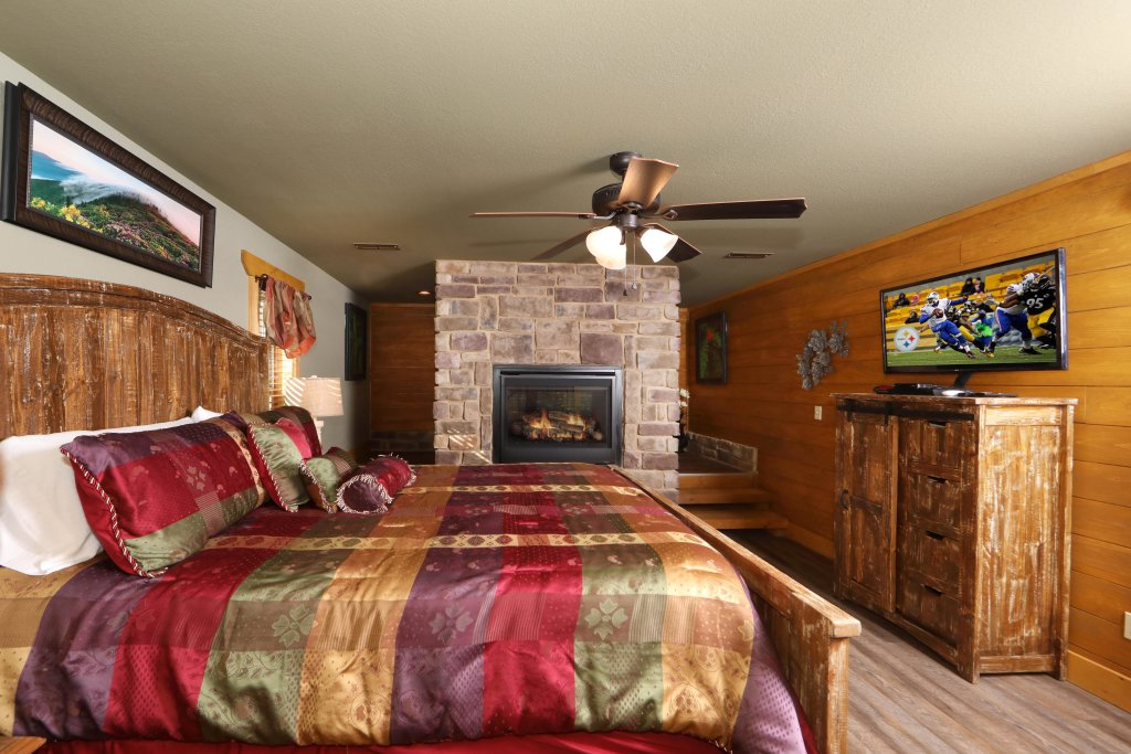 Photo of a Gatlinburg Cabin named Splash Mansion - This is the thirteenth photo in the set.