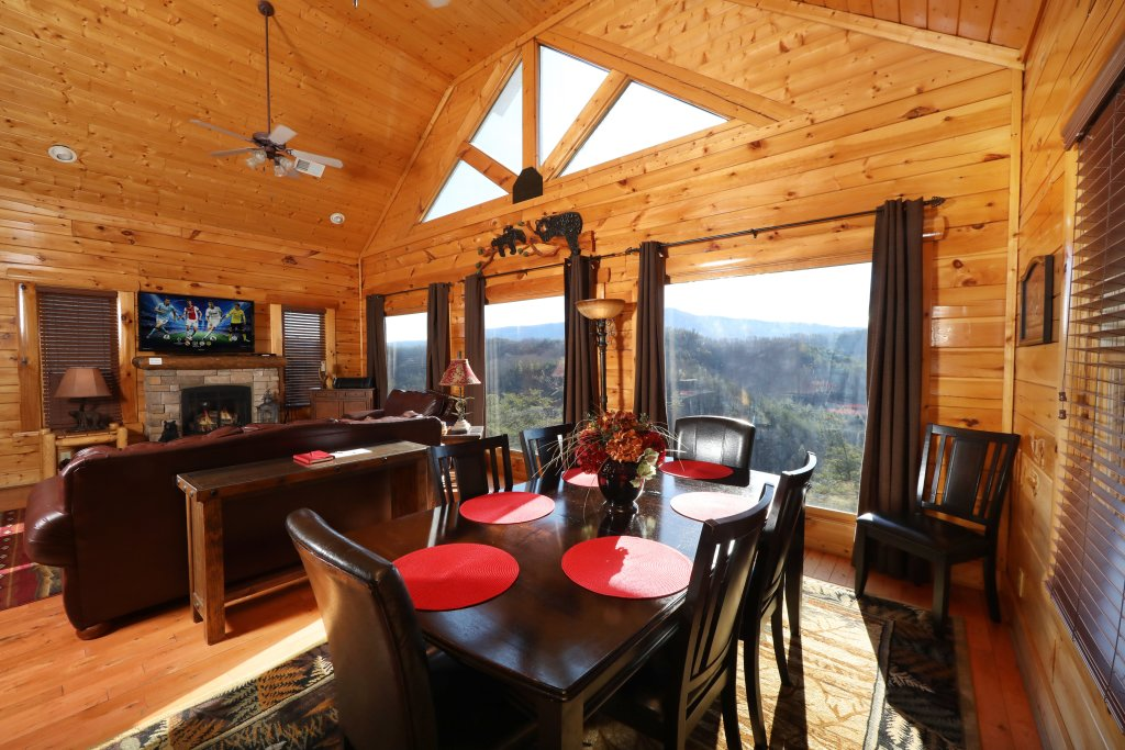 Photo of a Sevierville Cabin named Bear-a-dise In The Smokies - This is the thirty-seventh photo in the set.