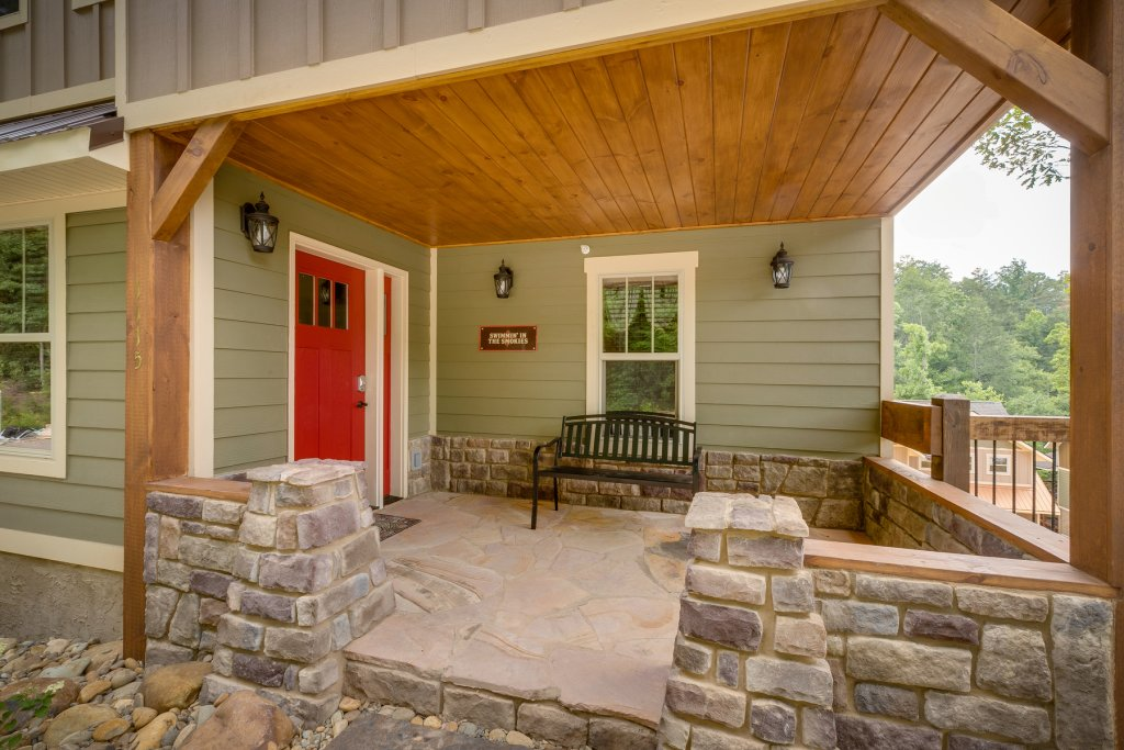 Photo of a Gatlinburg Cabin named Swimmin' In The Smokies - This is the fourth photo in the set.