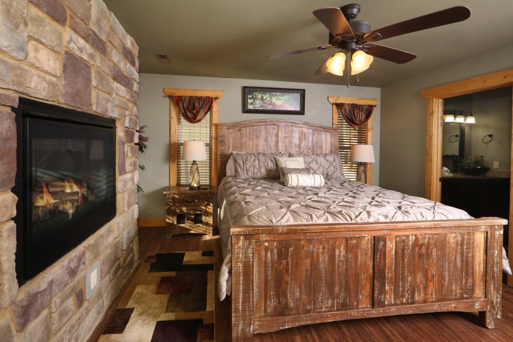 Photo of a Gatlinburg Cabin named Aqua Paradise - This is the fifteenth photo in the set.