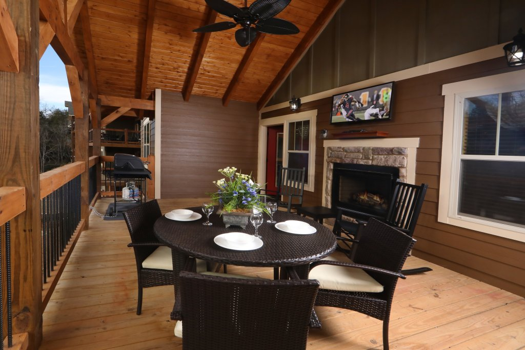 Photo of a Gatlinburg Cabin named Aqua Paradise - This is the eighth photo in the set.