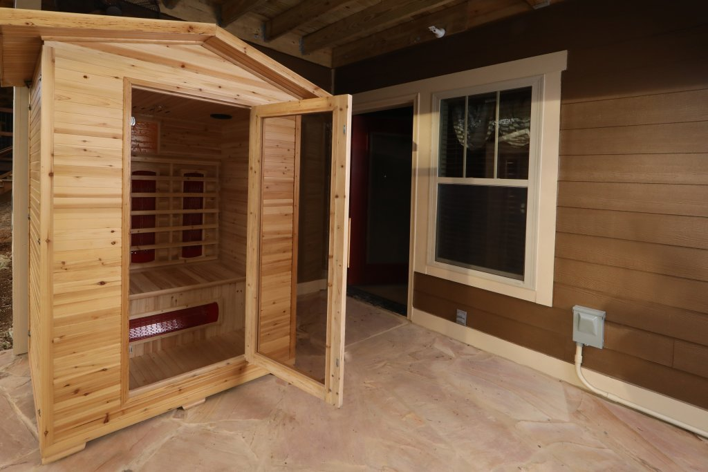 Photo of a Gatlinburg Cabin named Aqua Paradise - This is the third photo in the set.