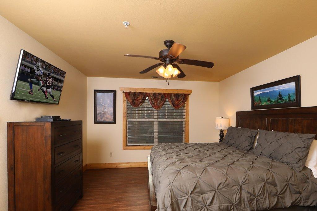 Photo of a Gatlinburg Cabin named Aqua Paradise - This is the twenty-sixth photo in the set.