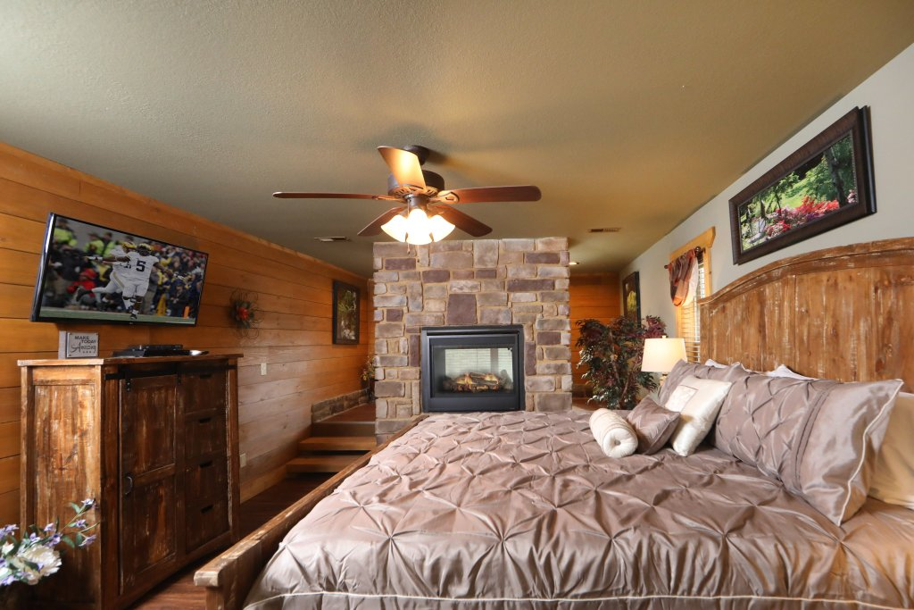 Photo of a Gatlinburg Cabin named Aqua Paradise - This is the fourteenth photo in the set.