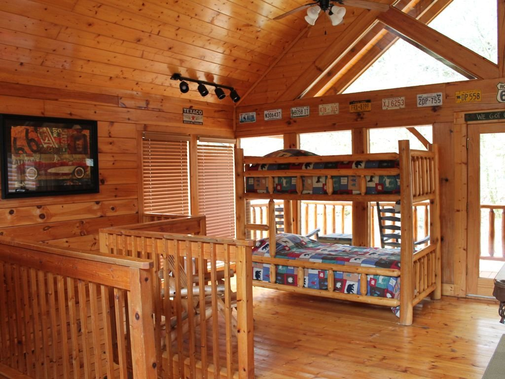 Photo of a Pigeon Forge Cabin named Creekside Dreams - This is the sixteenth photo in the set.