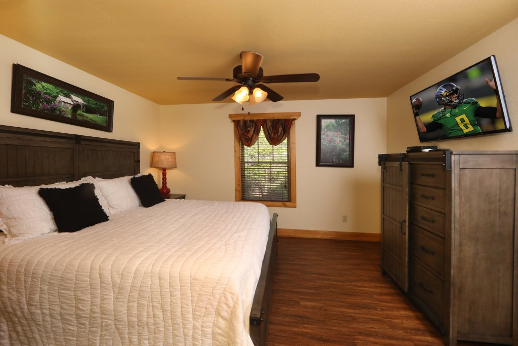 Photo of a Gatlinburg Cabin named Aqua Paradise - This is the nineteenth photo in the set.