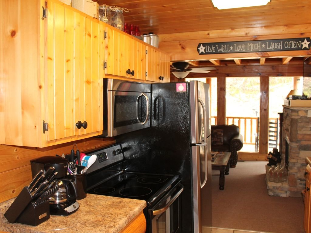 Photo of a Pigeon Forge Cabin named Creekside Dreams - This is the twenty-first photo in the set.