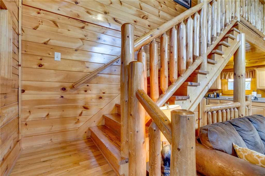 Photo of a Pigeon Forge Cabin named Valley Vista - This is the eighteenth photo in the set.
