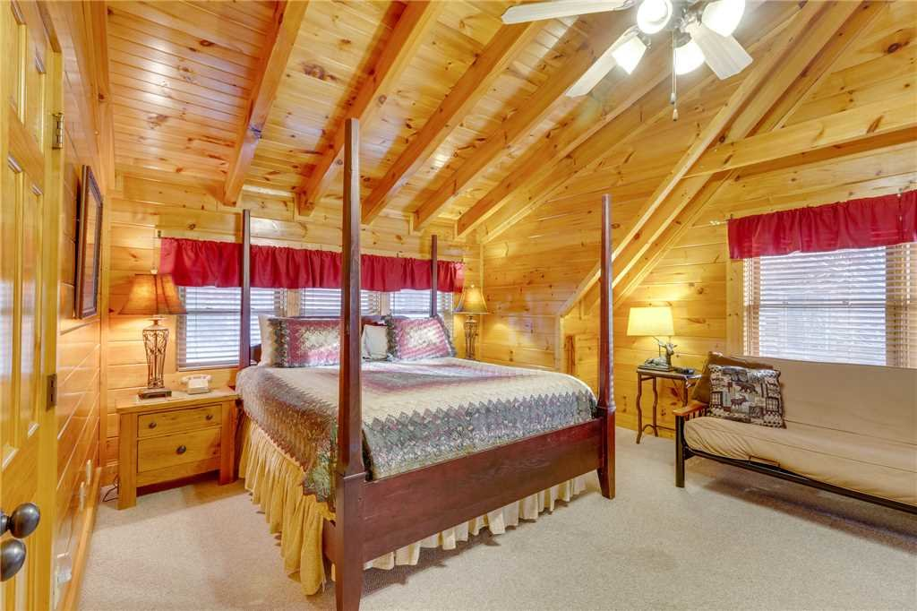 Photo of a Pigeon Forge Cabin named Valley Vista - This is the twentieth photo in the set.