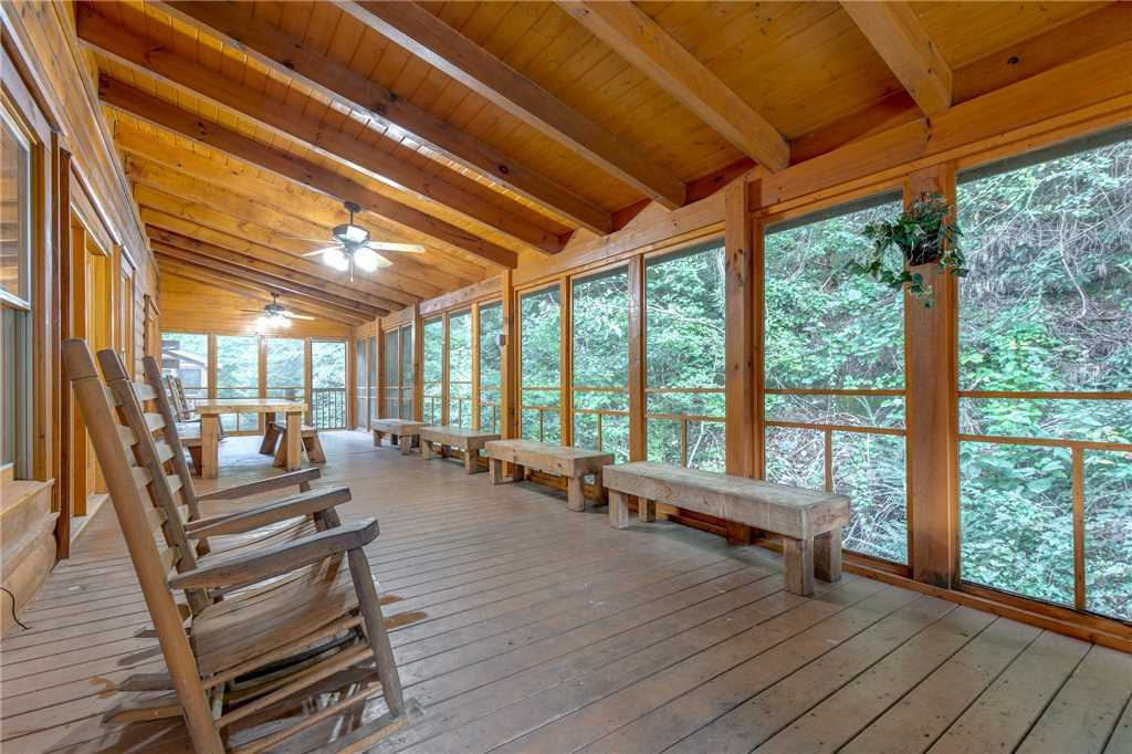 Photo of a Pigeon Forge Cabin named Water's Edge Retreat - This is the third photo in the set.