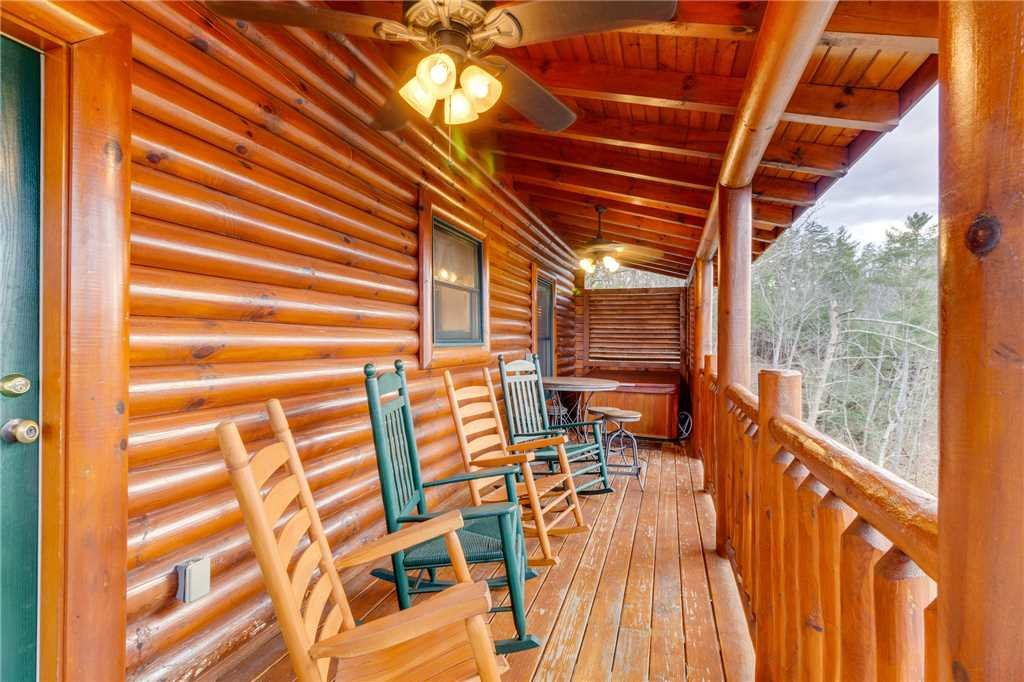 Photo of a Pigeon Forge Cabin named Valley Vista - This is the twenty-fifth photo in the set.