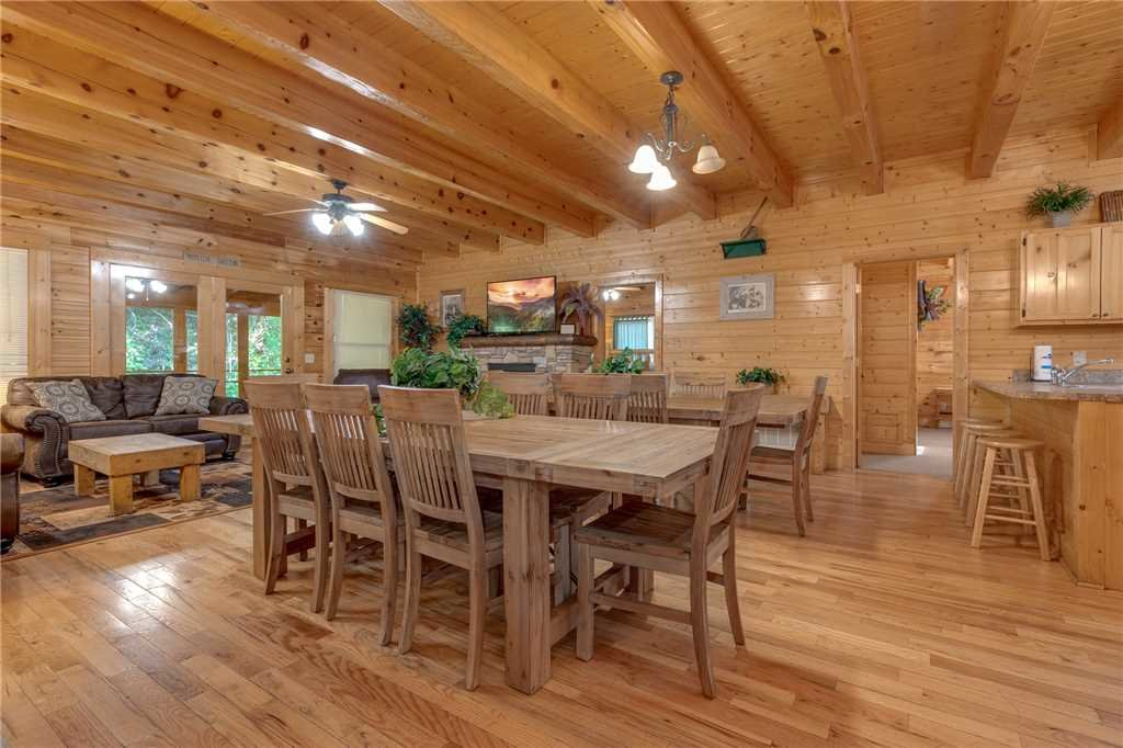 Photo of a Pigeon Forge Cabin named Water's Edge Retreat - This is the seventh photo in the set.
